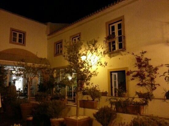 Albergaria do Calvario: terrasse tr?s calme...