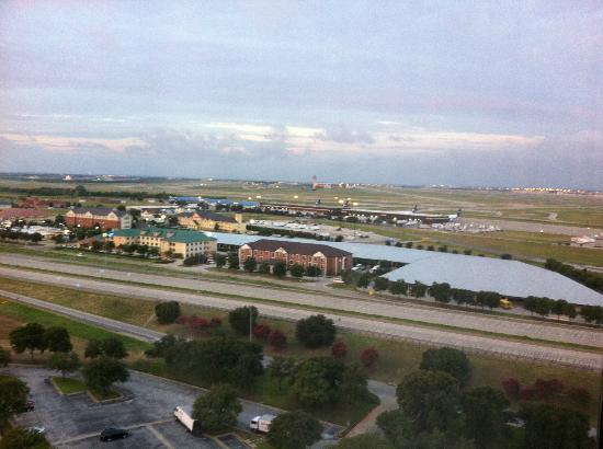 Dallas/Fort Worth Airport Marriott: Marriot airport view