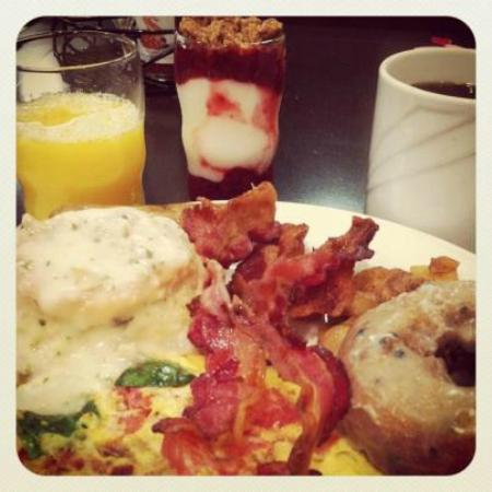 Embassy Suites by Hilton St. Louis Airport: Best Breakfast Ever!