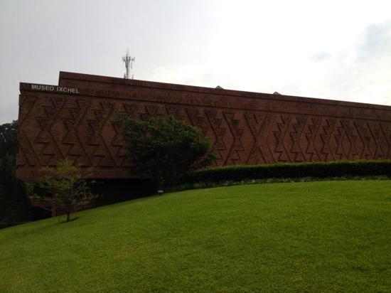 Museo Ixchel del Traje Indigena: Museo Ixchel