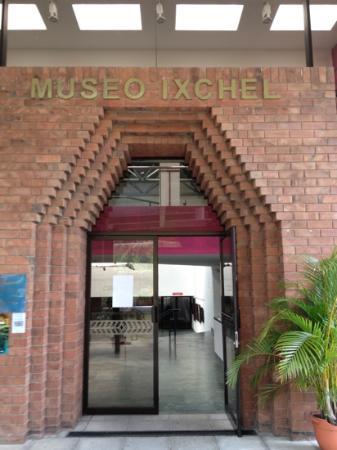 Museo Ixchel del Traje Indigena: Museo Ixchel Entrance