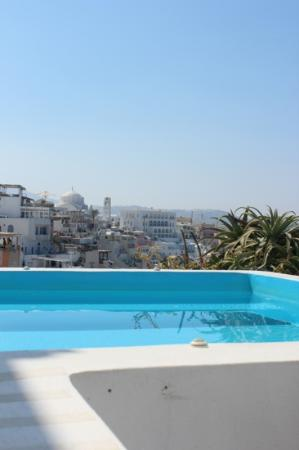 Kastro Suites Santorini: outdoor spa.