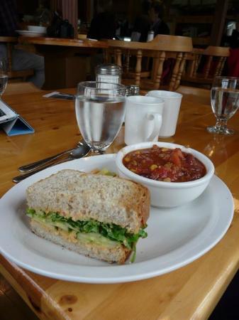 Philip's Cafe: 1/2 Hummus Sandwich and Veggie Chili