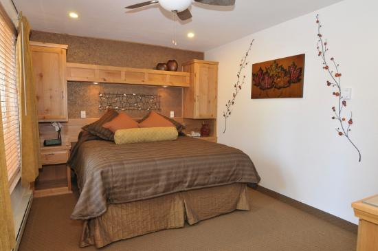 2 Bedroom Deluxe Suite Bedroom Picture of Americana Village South