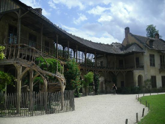Palace building and a pool picture of chateau de versailles versailles tripadvisor - Restaurant chateau de versailles ...
