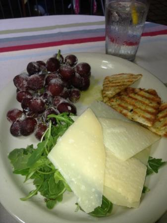Pia's Trattoria: Sugared grapes, Parmesan cheese and Arugula appetizer.