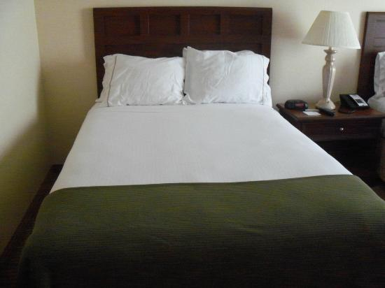 Beantown Inn: One bed in Two Bed Room. Clean and Comfy!