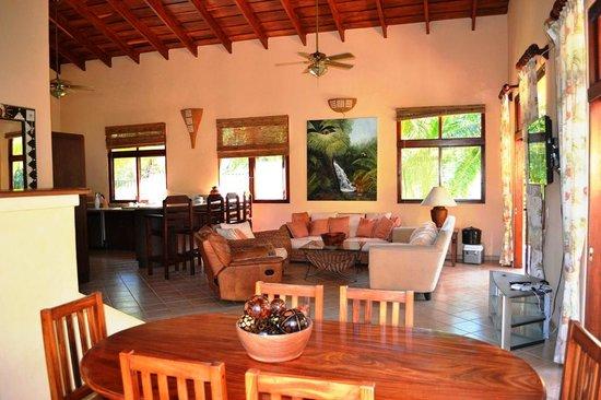 Villa Oasis: living