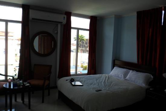 Hotel Palacio: The Room