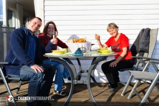 Anne Gerd's Lofoten: gemeinsames Abendessen auf der Terrasse