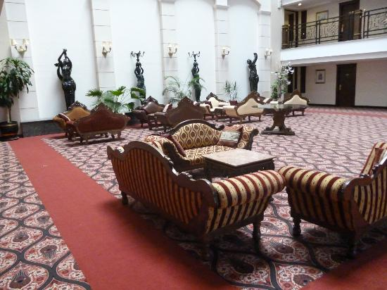 Delphin Palace Hotel: 2nd floor public area