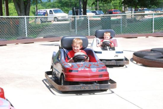 Long's Retreat Family Resort: kiddie go karts