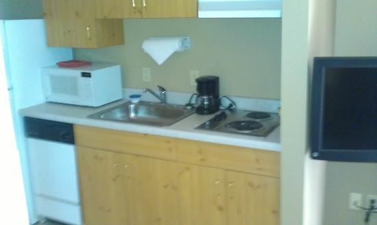 La Quinta Inn & Suites Eugene: Kitchen in room