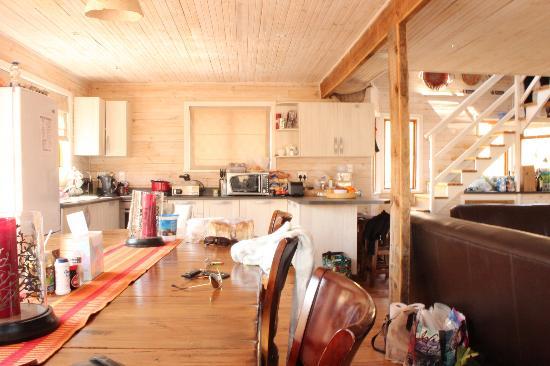 AfriSki Ski and Mountain Resort: Kitchen/dining area