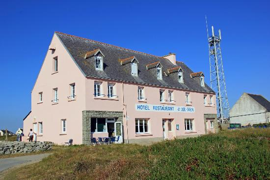 Hotel restaurant d'Ar Men: la façade rose