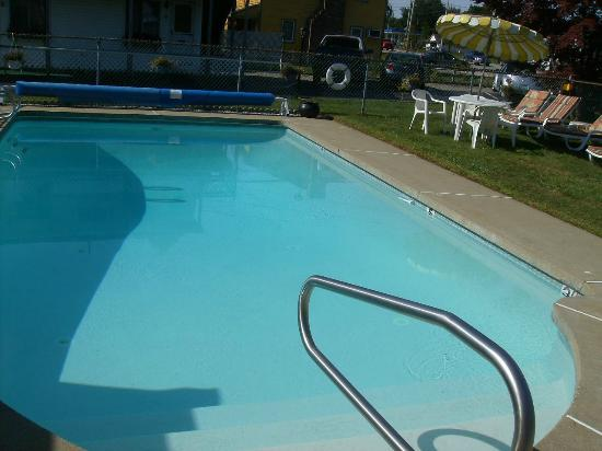 The Beaches Motel & Cottages: great pool