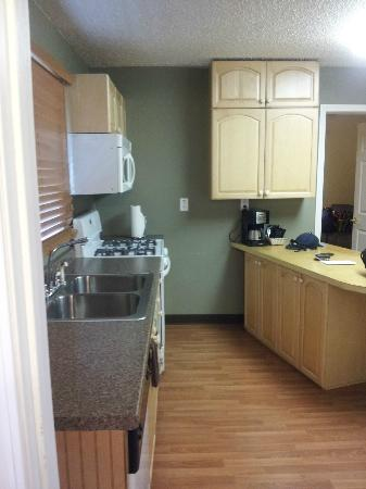 Creekwood Inn: Kitchen area.