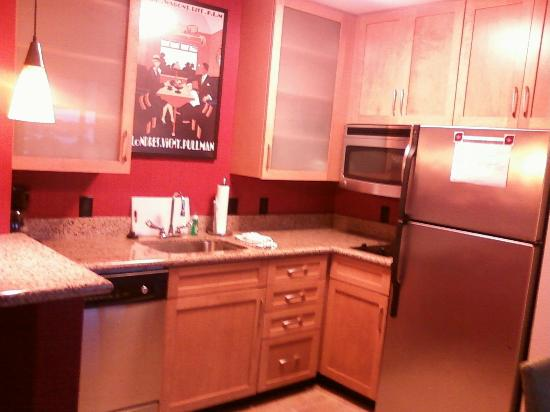 Residence Inn Norfolk Downtown: Studio kitchen