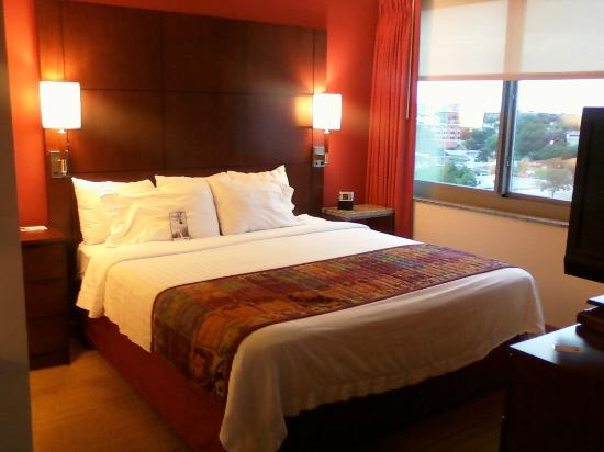 Residence Inn Norfolk Downtown: Studio king bed