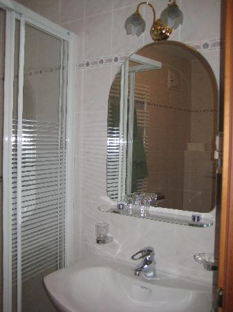 Piccolo Hotel Marlingerhof: Badezimmer