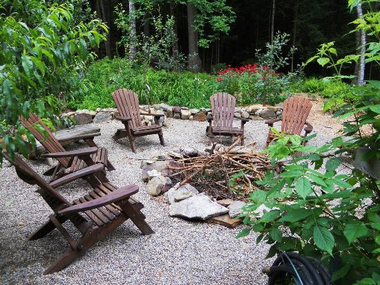 Welch Mountain Chalet Bed & Breakfast: Fire Pit