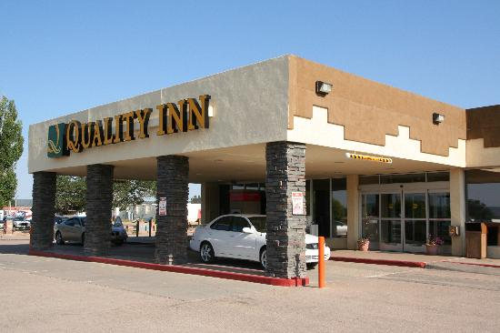 Window rock picture of quality inn navajo nation capital for Window nation reviews