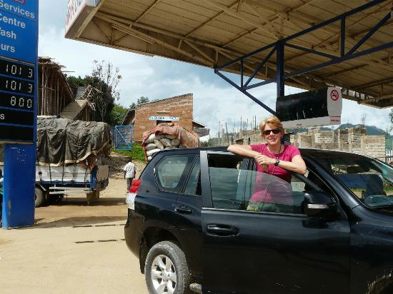 Le Bambou Gorilla Lodge: Me and our car