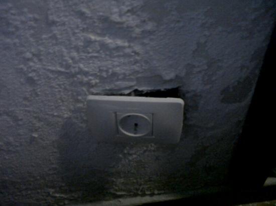 Parque Raquel Apartments: plug socket