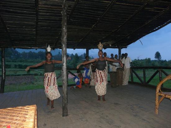 Le Bambou Gorilla Lodge: Intore dancers