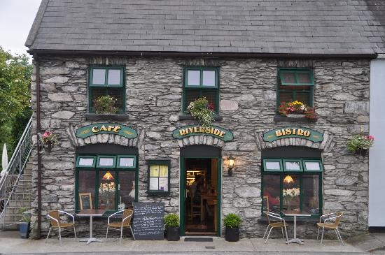 Breems Riverside Cafe and Bistro: Riverside Cafe and Bistro at Sneem (Co Kerry)