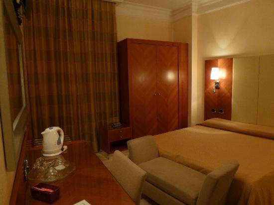 Hotel Opera Roma: Room