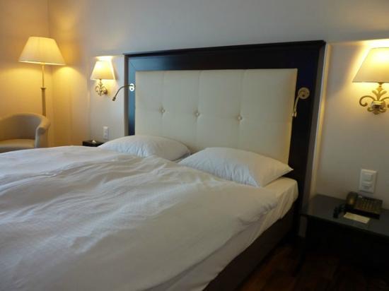 Grand Hotel Suisse Majestic: Cómodas camas, edredones espumosos