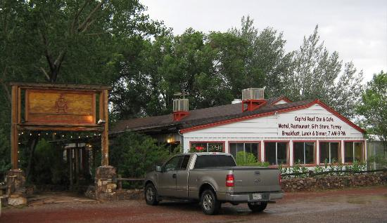 Capitol Reef Inn & Cafe Front