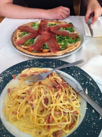 La Locanda: spaghetti carbonara and pizza with italian bacon & rock salad
