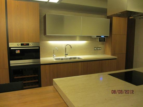 The Classic 500 Executive Residence Pentaz: full kitchen