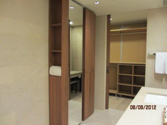 The Classic 500 Executive Residence Pentaz: bathroom
