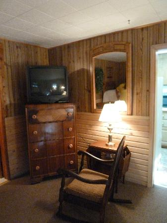 Wagon Wheel RV Campground and Cabins: TV and rocking chair in main bedroom - cabin 6