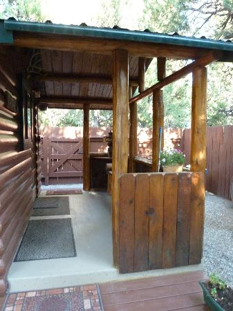 Wagon Wheel RV Campground and Cabins: Front porch - cabin 6