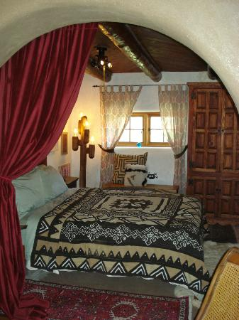 Casa Gallina: One of two bedrooms, third is the master