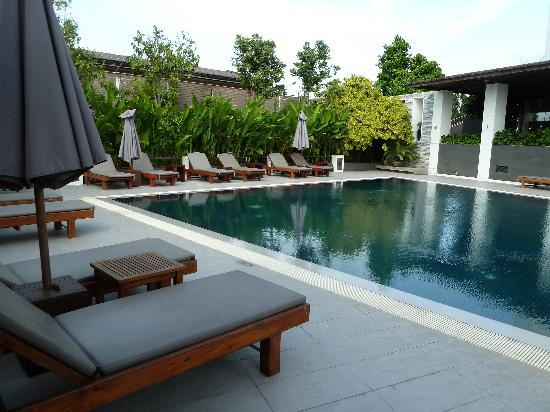 Best Western Premier Amaranth Suvarnabhumi Airport: View over pool