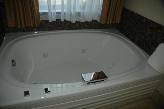 BEST WESTERN PLUS McCall Lodge & Suites: Soaker tub