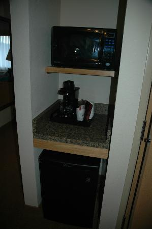 BEST WESTERN PLUS McCall Lodge & Suites: Microwave/coffee