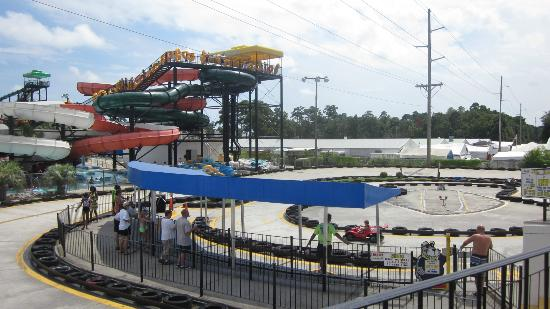Wild Water & Wheels: park slides