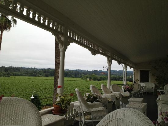 ‪‪The Raford Inn Bed and Breakfast‬: Angled View From The Front Porch