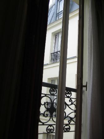 Hotel Paris Legendre : View from window