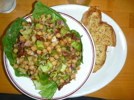 Thunderbird Motor Inn: Chickpea Salad at York Street Diner (on hotel site)