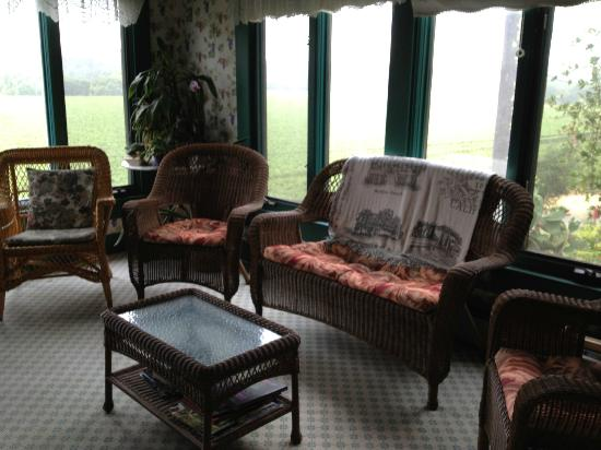 The Raford Inn Bed and Breakfast: Sitting Room