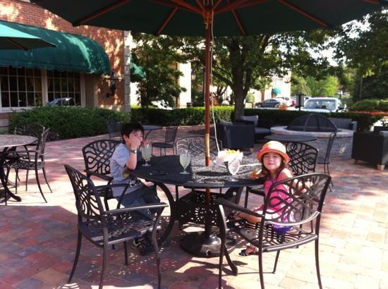 Hilton Wilmington / Christiana: cool drinks on the patio!