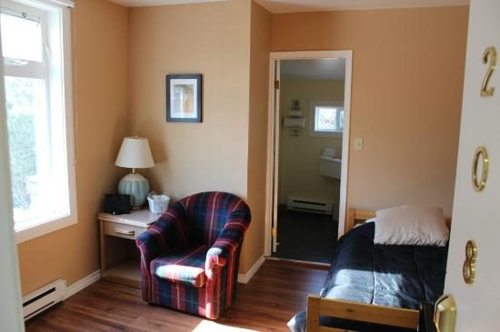 Hotel Squamish: Room 208 - single