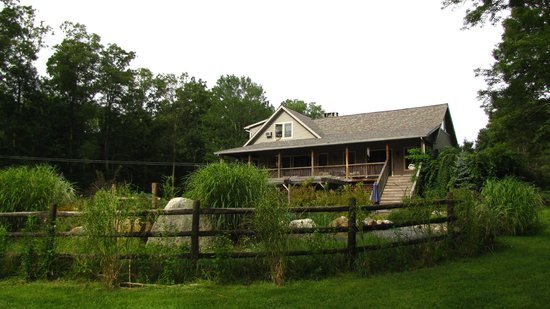 Bernetta's Place Bed & Breakfast Inn by the Lake: outside pool area